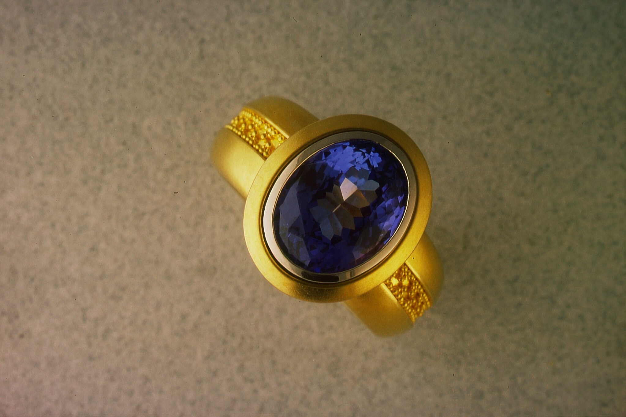 Ring with Tanzanite